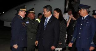 Presidente Hernández llega a Chile para reunión del SICA